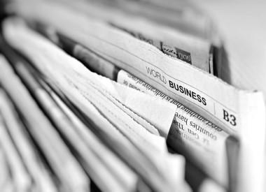Zeitungsstapel zu Pressepublikationen